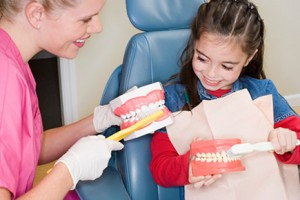 dental-procedures-brushing-teeth